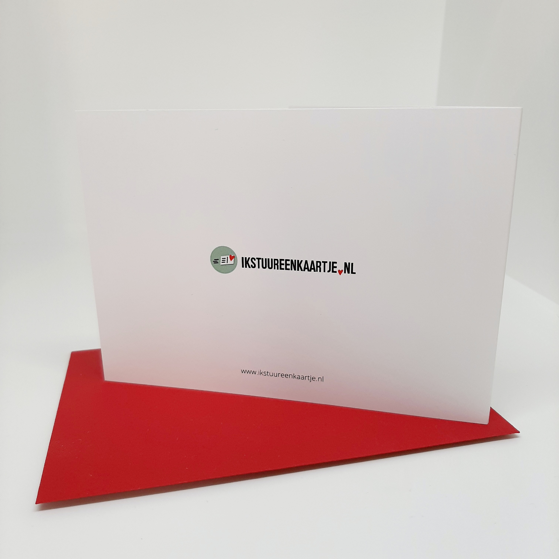 achterkant wenskaart met rode envelop